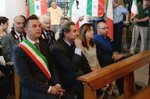In chiesa. Con la fascia il sindaco di Borgo Ticino