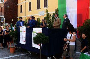 Il palco in piazza Martiri